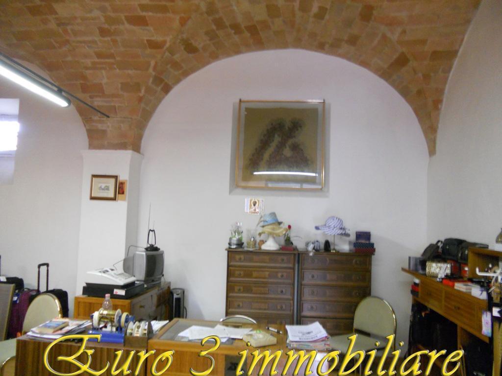 1497 LOCALE COMMERCIALE AFFITTO ASCOLI PICENO 1