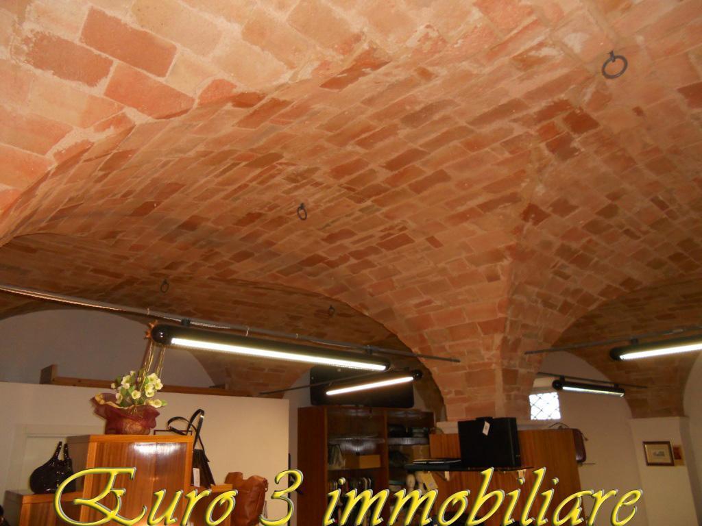 1497 LOCALE COMMERCIALE AFFITTO ASCOLI PICENO