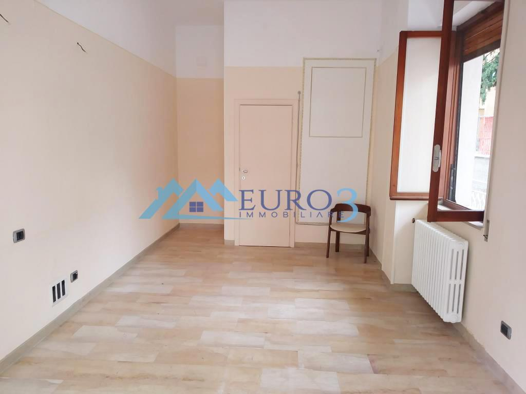 2245 LOCALE COMMERCIALE RENT TO BUY ASCOLI PICENO 1