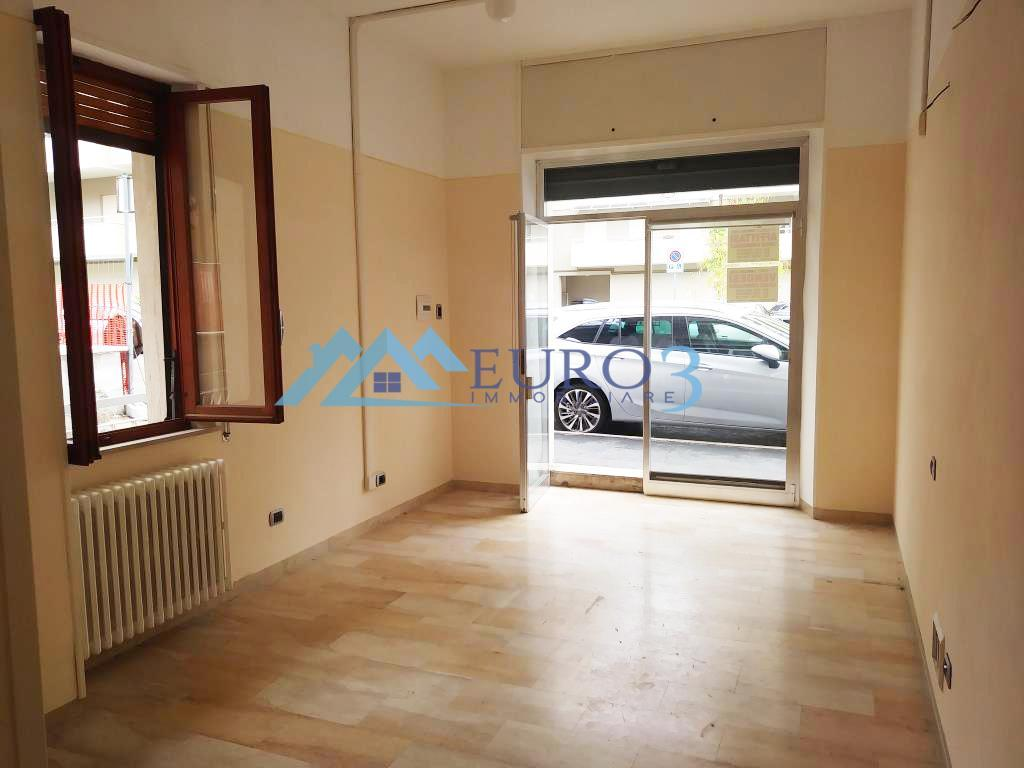 2245 LOCALE COMMERCIALE RENT TO BUY ASCOLI PICENO