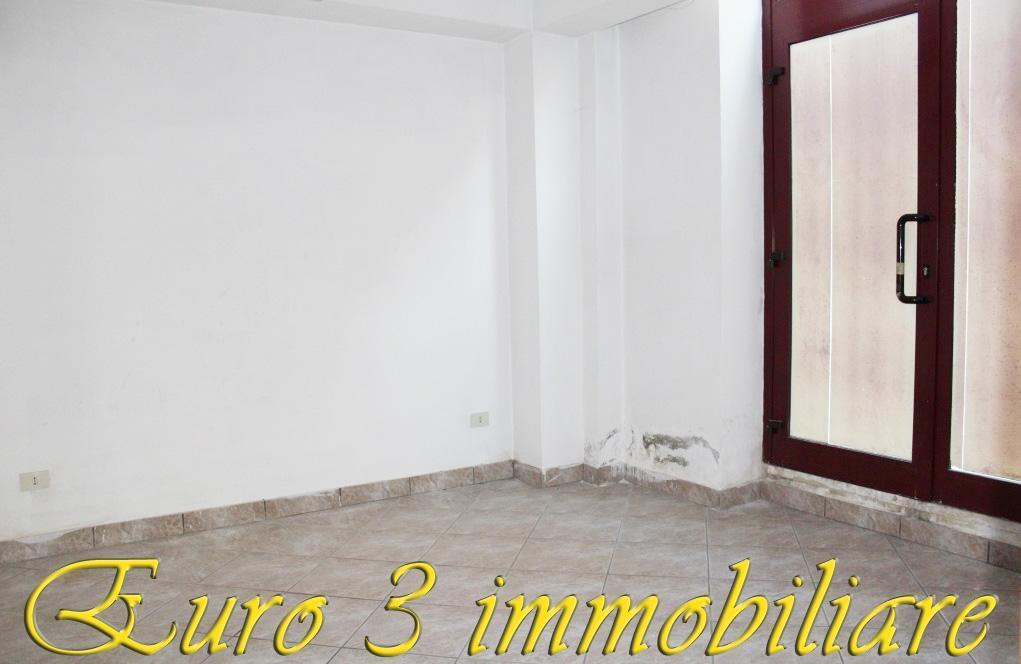 2718 LOCALE COMMERCIALE VENDITA SAN BENEDETTO DEL TRONTO